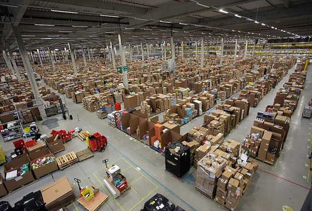 Inside Pictures of Amazon Warehouse 40