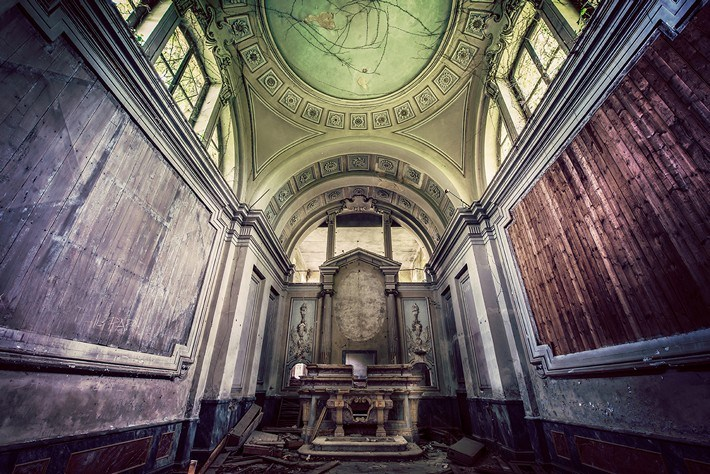 02-Terrible-Photography-of-Abandoned-Places-of-UK