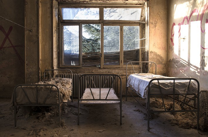 025-Terrible-Photography-of-Abandoned-Places-of-UK