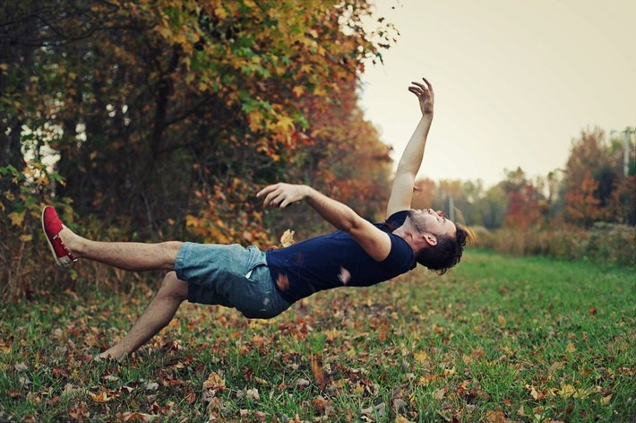13-Outstanding-Gravity-Flouting-Levitation-Photography