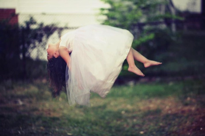 15-Outstanding-Gravity-Flouting-Levitation-Photography