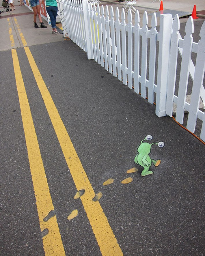 Chalk-Drawn-Sluggo-by-David-Zinn