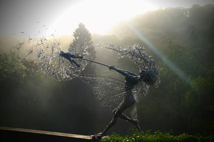 Dynamic_Fairy_Wire_Sculptures_by_Robin_Wight