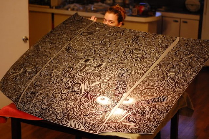 Draw_Doodles_with_Sharpie_Pen _on_Nissan_Skyline_GTR