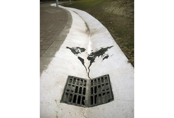 Poetic_Street_Art_by_Spanish_Artist_Pejac