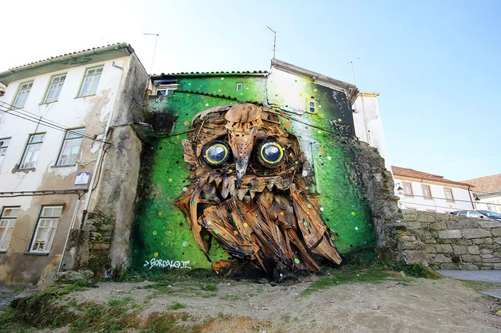 Artur_Bordalo_Creates_Amazing_Owl_Sculpture_from_Junk