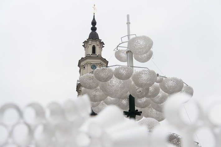Christmas_Tree_Looks_Like_A_Cloud_In_Kaunas