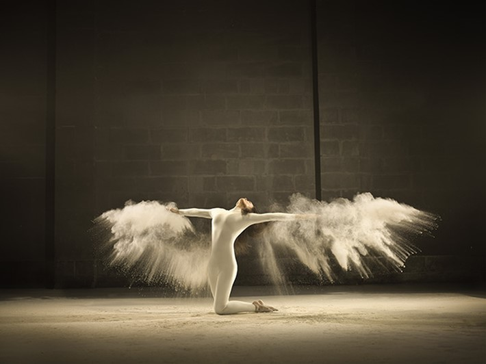 Dynamic-Photographs-of-Acrobatic-Dancer