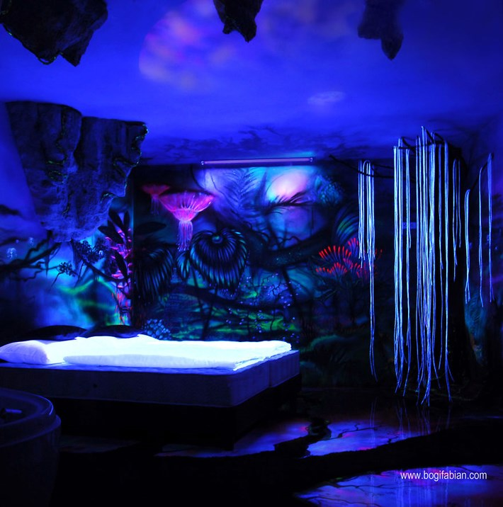Glowing_Murals_by_Bogi_Fabian