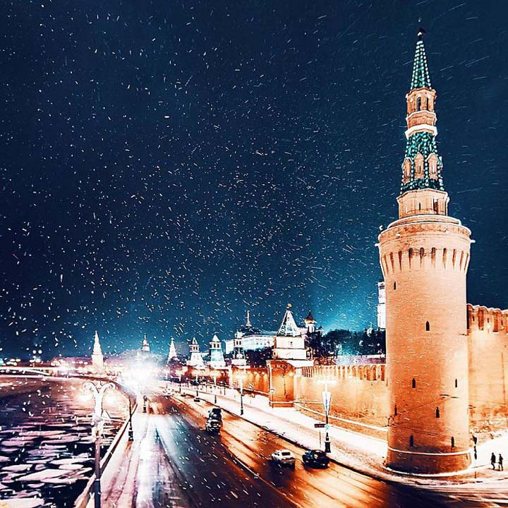 Moscow-City-During-Christmas-Festival-017