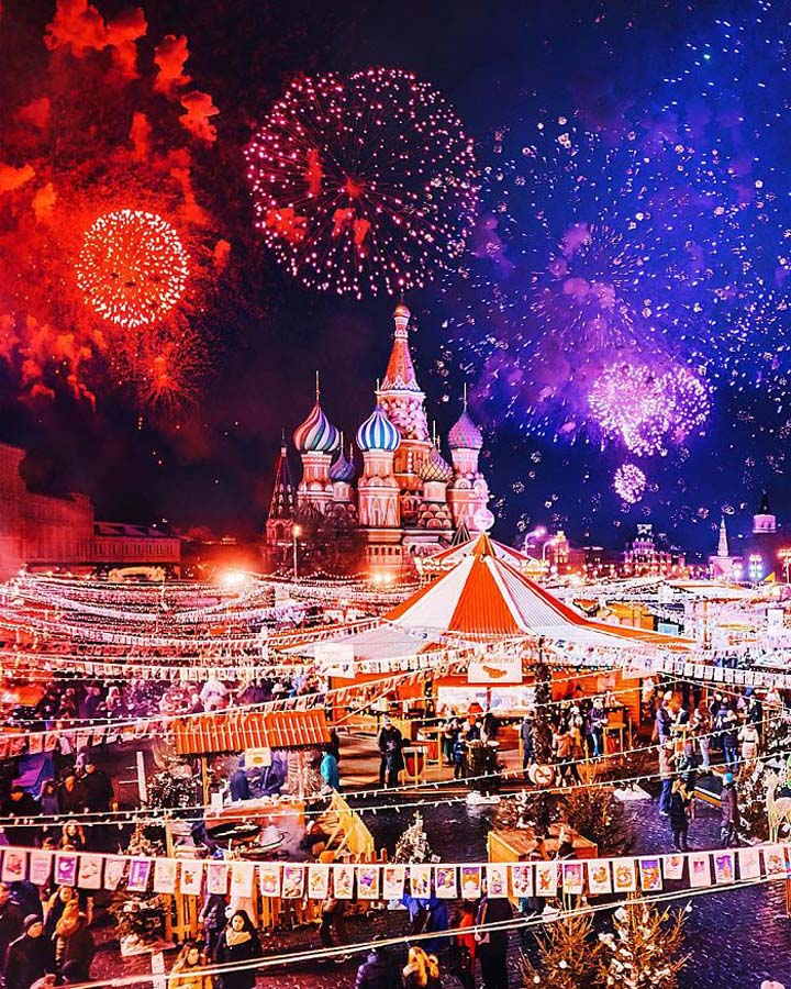 Moscow-City-During-Christmas-Festival-019