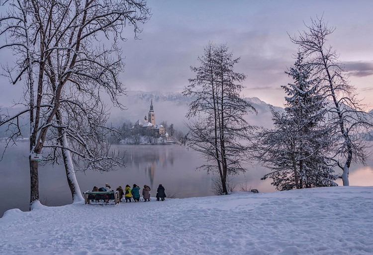 Photography-of-Lake-Bled-on-Fairytale-Winter-Morning